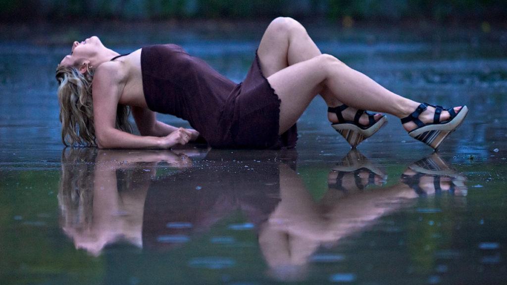 Model-in-the-Rain-1024x576.jpg